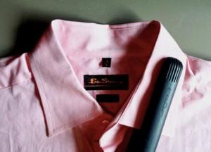 repasser une chemise sans fer à repasser avec un fer à lisser